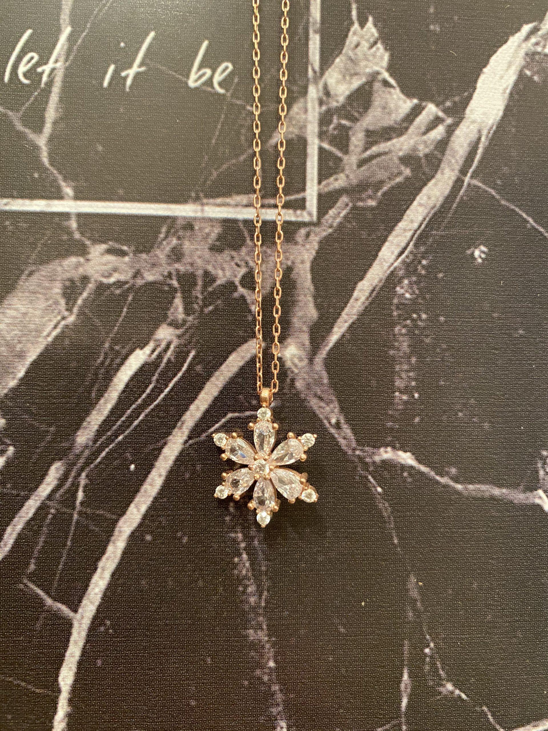 Gümüş Damla Zirkon Taşlı Lotus Çiçeği Kolye